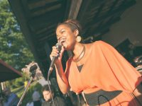 Joy canta canzoni al matrimonio di Cecilia